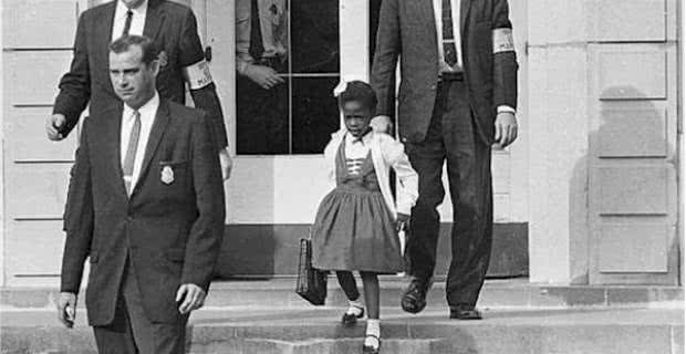 212484-us_marshals_with_young_ruby_bridges_on_school_steps