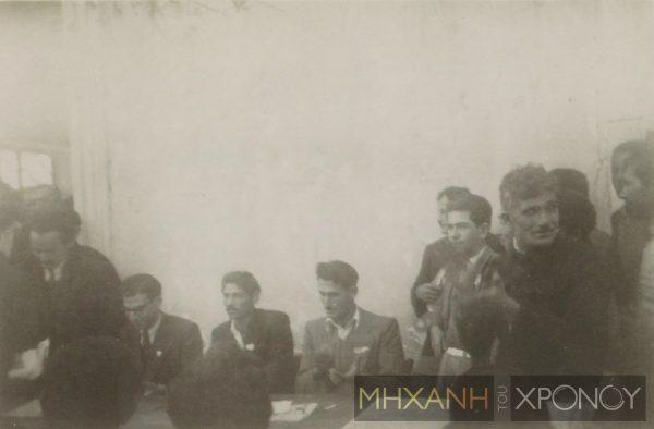 Στο προεδρείο της απεργιακής συγκέντρωσης των μεταλλωρύχων, εκπροσωπούνταν εργάτες και από τις δύο κοινότητες, Ε/Κ και Τ/Κ/ Αρχείο ΠΕΟ