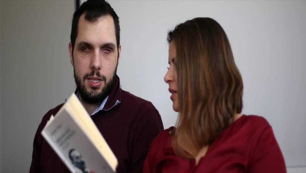 Γυναίκα που αλιεύονται σύζυγος έχει γκέι σεξ